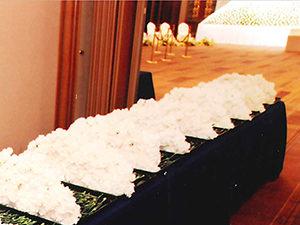 お別れの会イメージ(献花と祭壇)