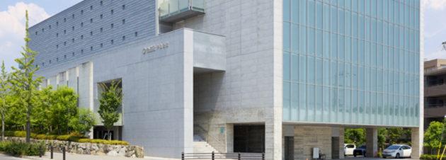 社葬やお別れの会の会場としてよく利用される葬儀専用施設の公益社千里会館:セレモニーホール