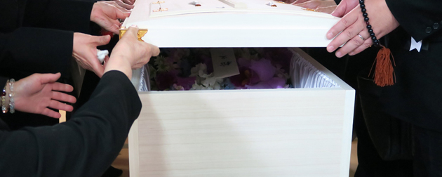 故人の家族と会社が合同で執り行う「合同葬」