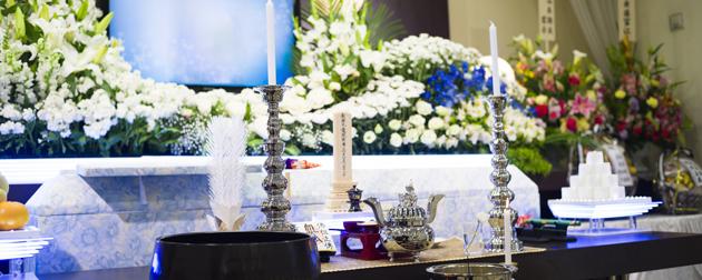 合同葬を開催するメリットとデメリット 遺族と企業が納得できる葬儀形式とは