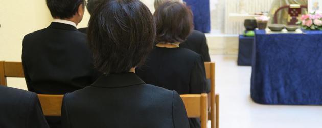 大勢の参列者が集う「社葬の会場」