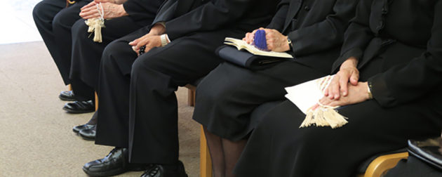 社葬参列者のための持ち物の選び方 喪服にふさわしい準備物